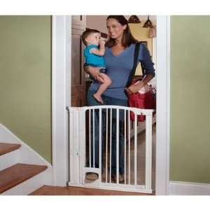 KidCo Pinnacle Gateway Hands Free Gate Baby