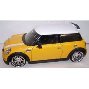 Jada Toys 1/24 Scale Dub City 2007 Mini Cooper S in Yellow